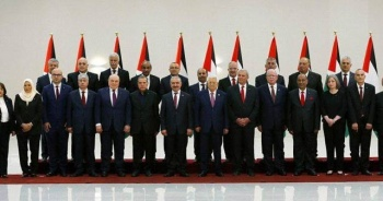 Filistin'in yeni hükümet üyeleri yemin ederek göreve başladı