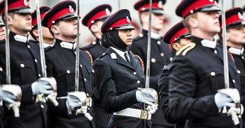 İrlanda polisine başörtüsü izni