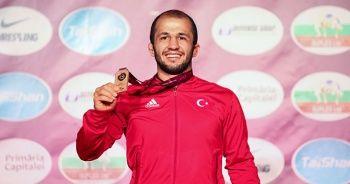 Milli Güreşçi Mustafa Kaya 70 kiloda Avrupa Şampiyonu oldu
