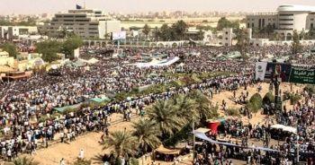 Sudan Askeri Geçiş Konseyi üyeleri yemin etti
