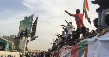 Sudan'da ordu, göstericileri dağıtmaya başladı
