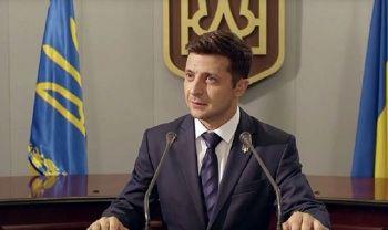 Ukrayna'da siyasete geçen yıl atılan Zelenskiy zafer kazandı