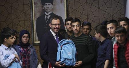 Bakan Kasapoğlu, Şırnaklı öğrencilerle buluştu