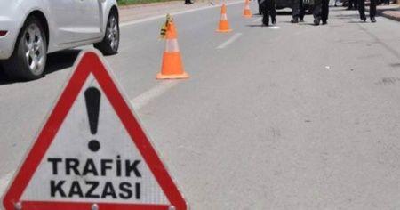 Bakırköy'de alt geçide çarpan tır devrildi