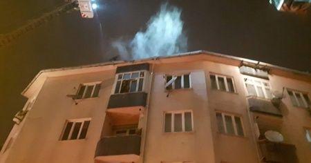 Eyüpsultan'da 4 katlı binanın çatısında yangın