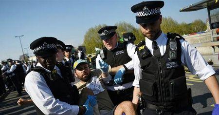 Londra'da sular durulmuyor! Gözaltı sayısı bine ulaştı