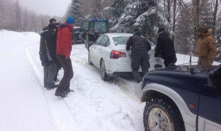 Sakarya'da yaylada mahsur kalan 10 kişi kurtarıldı