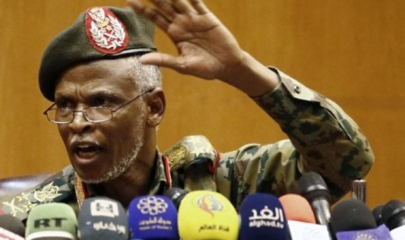 Sudan'da darbe: Askeri Geçiş Konseyi'nin 'Ömer El-Beşir'e Yakın' 3 üyesi istifa etti