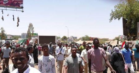 Sudan halkı geri adım atmıyor
