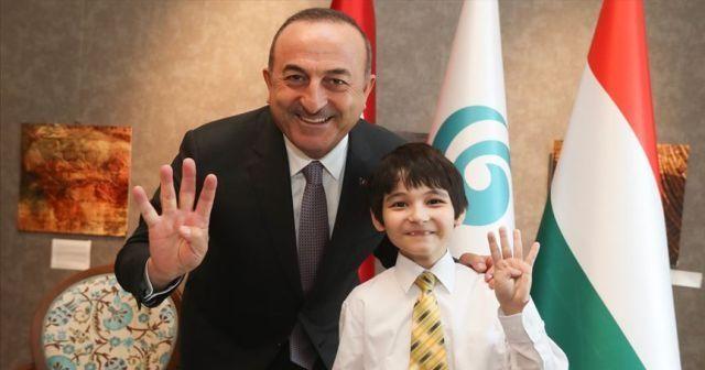 15 Temmuz'da mağdur olan Japon çocuk Çavuşoğlu'na mehter marşını söyledi