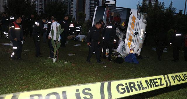 Adana'da yolcu otobüsü devrildi: 2 ölü 23 yaralı