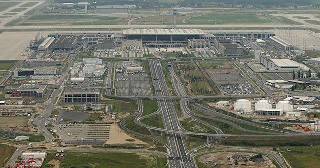 Almanlar 13 yıl önce başladığı Berlin havalimanı inşaatını bitiremiyor