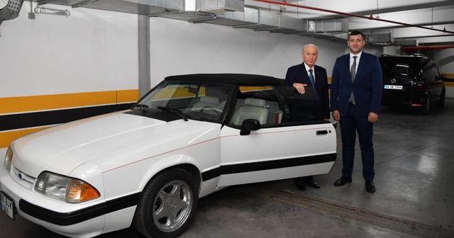 Bahçeli, eski model otomobilini hediye etti