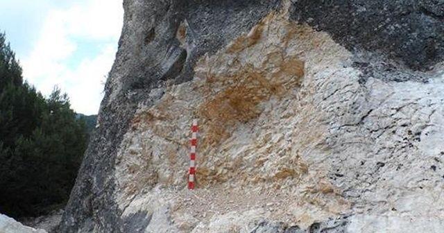 Bolu'da, 2 bin yıllık Frig Kaya Kitabesi'ni parça parça çaldılar