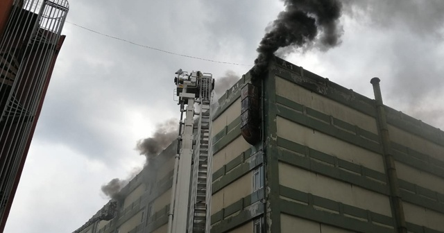 Deri fabrikasında korkutan yangın