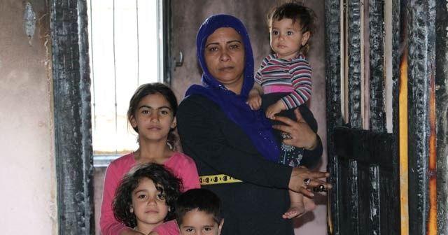Evi yanan 15 kişilik aile yardım bekliyor