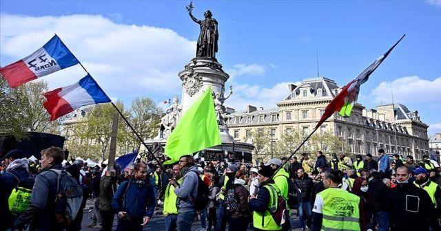 Fransa'da sarı yelekliler gösterilerin 27. haftasında da sokaklarda