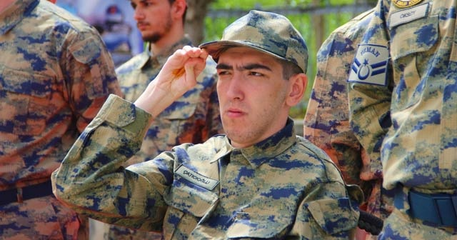 Hayallerini süsleyen Türk askeri üniformasını giymenin gururunu yaşadılar