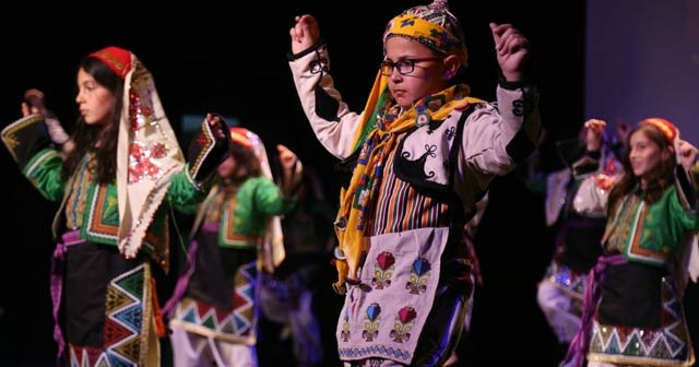 İşaret dili ve halk oyunları atölyelerinden muhteşem gösteri