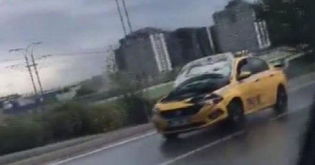 İstanbul'da kaputu açık ilerleyen sürücü yakalandı