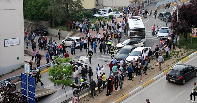 Kocaeli'de yasak olan yokuşa giren otobüsün freni patlayınca 10 aracı biçti