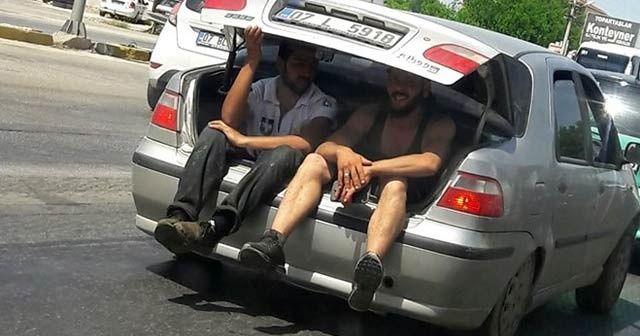 Otomobil bagajında yolculuk