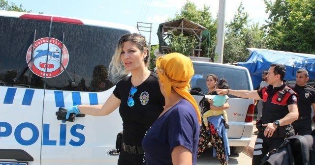 Polisi görünce kaçıp üzerindeki uyuşturucuları kızının kucağına attı