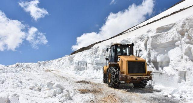 Ramazan ayında 8 metre karla mücadele