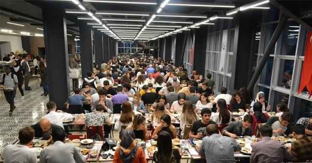 Rektör iftar yemeğinde öğrencilerle bir araya geldi