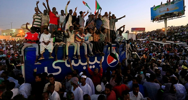 Sudan'da asker ve muhalefet arasındaki müzakereler askıya alındı