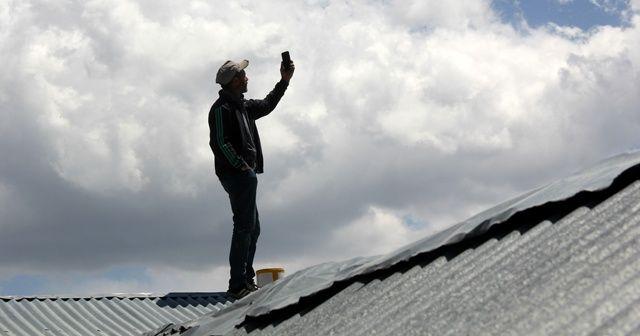 Telefonları çekmiyor çatıya çıkıyorlar