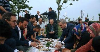 Cumhurbaşkanı Erdoğan, Zeytinburnu sahilinde vatandaşlarla iftar yaptı
