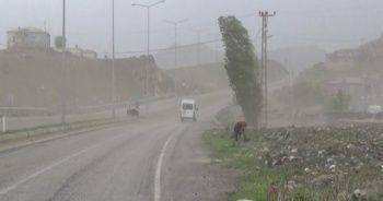 Fırtına, Iğdır-Doğubayazıt karayolunda etkili oldu
