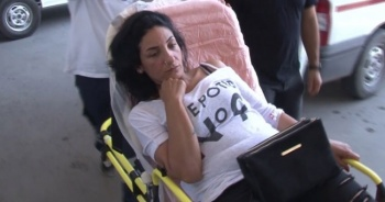 Hamile eşini otomobilden attı