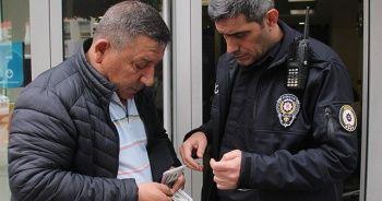 İçinde 35 bin 673 lira olan cüzdanı bulup polise teslim etti