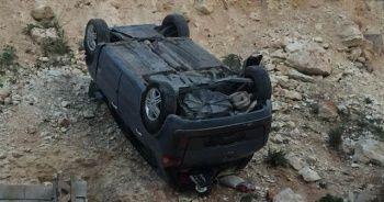 Kontrolü kaybolan otomobil 20 metre yüksekten aşağı uçtu