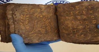 Mersin'de el yazması tarihi kitaplar ve yazıt ele geçirildi