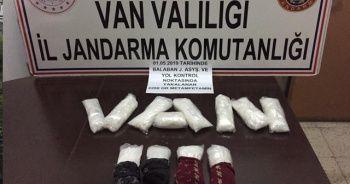 Otobüste yastık içerisinde çoraplara gizlenen uyuşturucu ele geçirildi