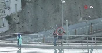 Polisten kaçan hırsız köprüde intihara kalkıştı
