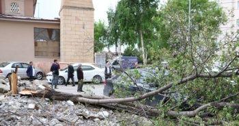Sivas'ta rüzgar hasara neden oldu
