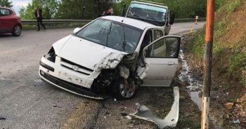 Tır ile otomobil çarpıştı: 1 ölü, 1 yaralı