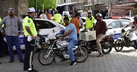 Adana'da motosiklet sürücülerine 24 bin lira para cezası