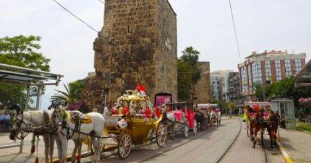 Antalya'da faytonlar kaldırılacak