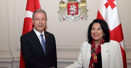 Bakan Akar, Gürcistan Devlet Başkanı Zurabişvili ile bir araya geldi