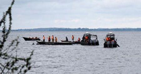 Çin'de yolcu teknesi battı: 10 ölü