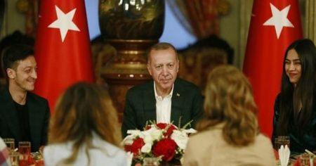 Cumhurbaşkanı Erdoğan'ın iftar yemeğine Mesut Özil de katıldı