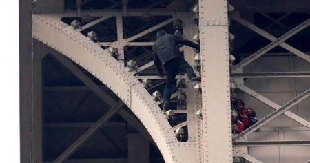 Eyfel Kulesi'ne izinsiz tırmandı... Kule tahliye edildi!