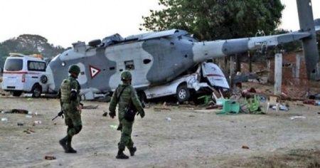 Meksika'da helikopter düştü