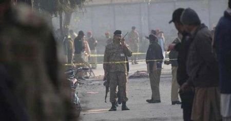 Pakistan'da camide patlama: 1 ölü, 16 yaralı
