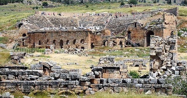 1800 yıllık antik tiyatro ihtişamıyla kendine hayran bırakıyor